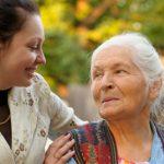 Những lưu ý cần nhớ khi chăm sóc người già